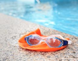 LetsSwim Schwimmbrille Badekappe Pool